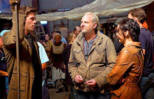 Francis Lawrence Jennifer Lawrence Liam Hemsworth District 12 Catching Fire Set